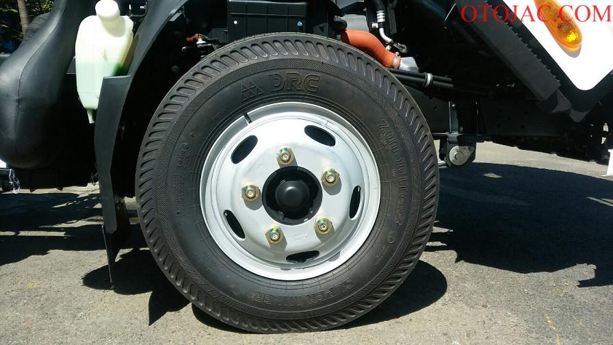 bánh xe lớn, gầm cao của jac 2.35 tấn