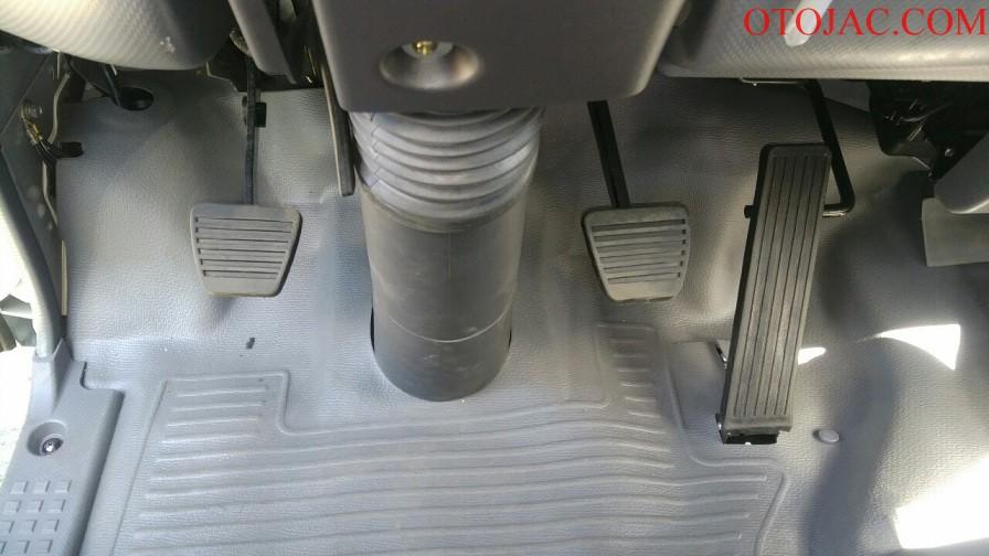 chân côn - phanh jac 2.35 tấn