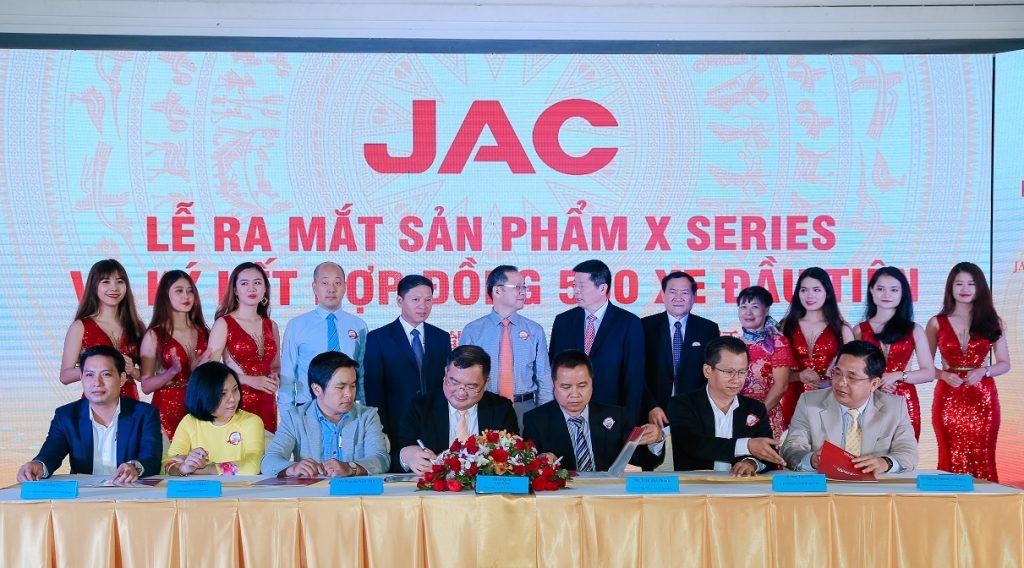 ký kết hợp đồng xe JAC X SERIES